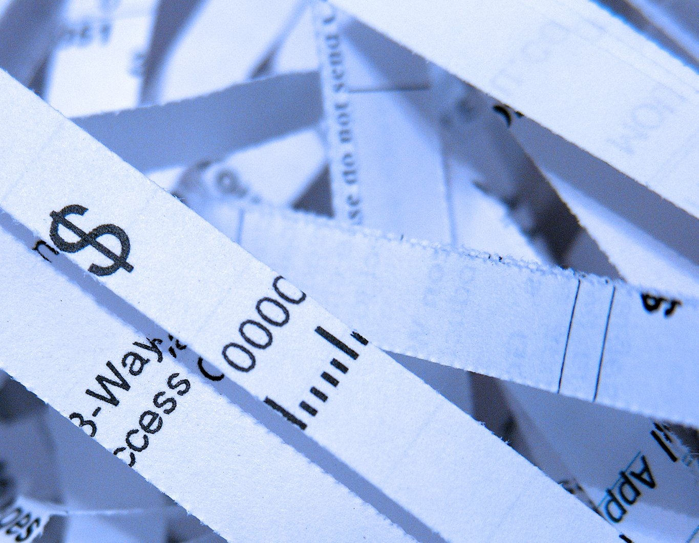 Os eternos descontos indevidos do contrato bancário de empréstimo consignado e cartão de crédito